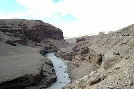 组图:拥有独特地质结构的孔雀河谷