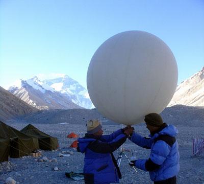 组图:珠峰复测青藏板块GPS监测结束