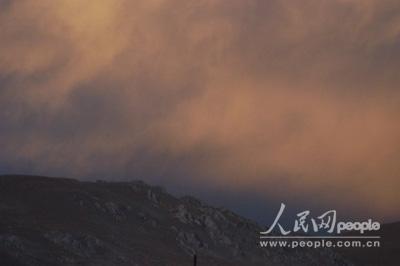 组图:珠峰复测风情篇――高原火烧云