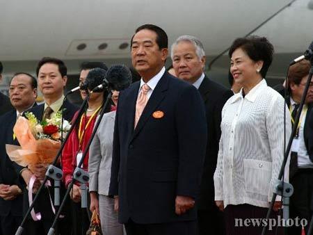 快讯:宋楚瑜率亲民党大陆访问团抵京 机场讲话