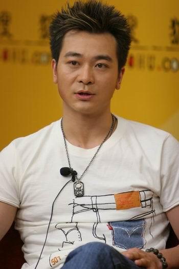 吴越做客明星在线:拍武打戏拍到尿血(组图)