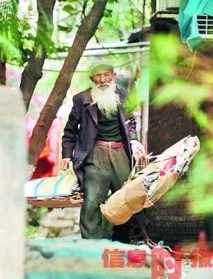 人体艺术色老头插逼图_85岁古稀老汉做人体模特 曾参加过抗美援朝(图)