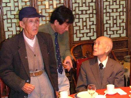 原二战劳工(左)与本多立太郎见面并发言.