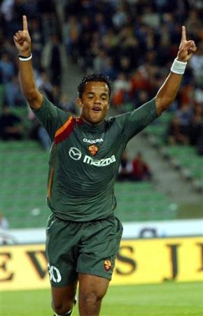 图文:罗马晋级意大利杯决赛 曼奇尼庆祝进球