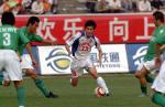 图文:重庆力帆不敌北京现代 王祥比赛带球过人
