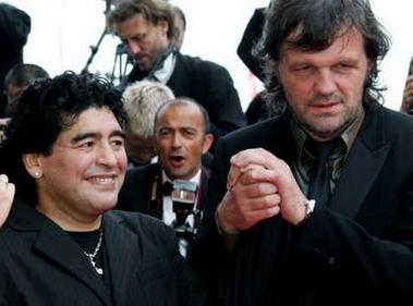 图文:阿根廷球王马拉多纳亮相戛纳走红毯