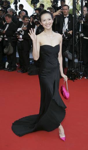 章子怡身着性感黑色长裙步上戛纳红地毯(图)