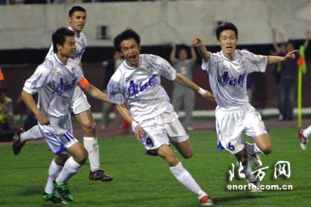 中超第十轮天津3-0武汉 吴伟安打开胜利之门