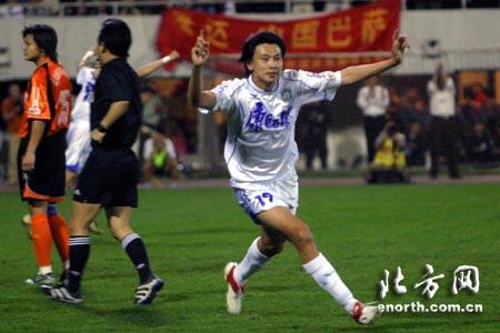 中超第十轮天津主场3-0武汉 张烁梅开二度
