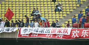 球迷场上谩骂场下热捧 李玮峰:我不是球霸!