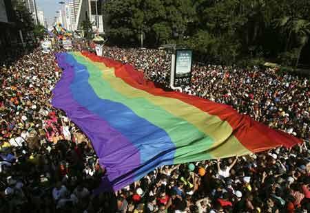 巴西同性恋大游行奇装异服个个俏