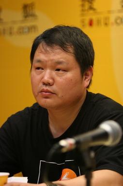 图文:做客搜狐聊天 谢锐先生聆听提问