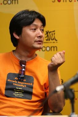 图文:做客搜狐 曲江在聊天室中畅谈所想