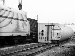 成都两货运火车相撞未造成人员伤亡(图)