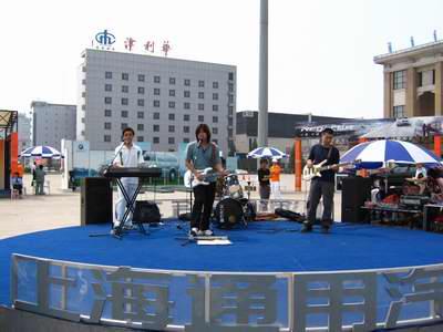 05上海通用汽车公园中心舞台-Chevy乐队演绎