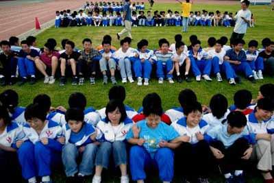 北京推广减压营训练 千名高考生集体减压(组图)
