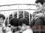 陕西农民带3个女儿等好心人收养