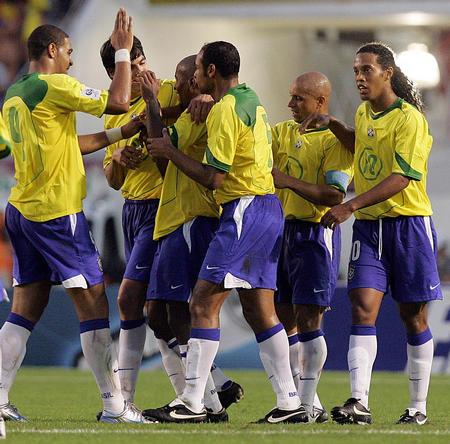 图文:南美预赛巴西4-1巴拉圭