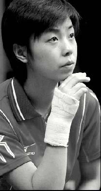 乒超联赛昨天开拍 一姐张怡宁缠着手腕揪着心