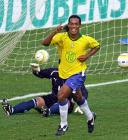 图文:南美预赛巴西4-1巴拉圭 小罗庆祝进球