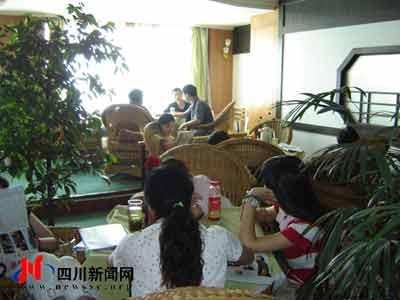 钟点房价格不菲 成都高考生午休移师茶楼(图)