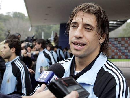 图文:阿根廷队期待战巴西 克雷斯波接受采访