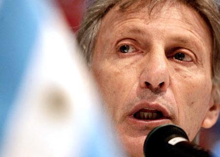 图文:阿根廷迎战巴西 主帅佩克尔曼出席发布会