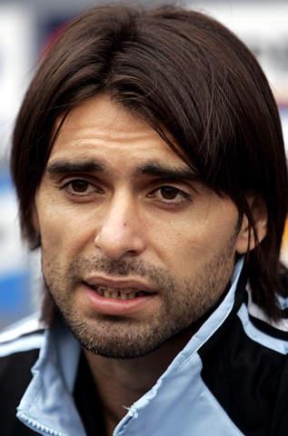 图文:阿根廷队期待迎战巴西 阿亚拉出席发布会