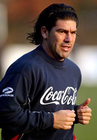 图文:智利迎战委内瑞拉 萨拉斯进行慢跑训练