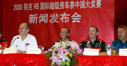 打算拿走多少钱? V8中国媒体见面会略带火药味