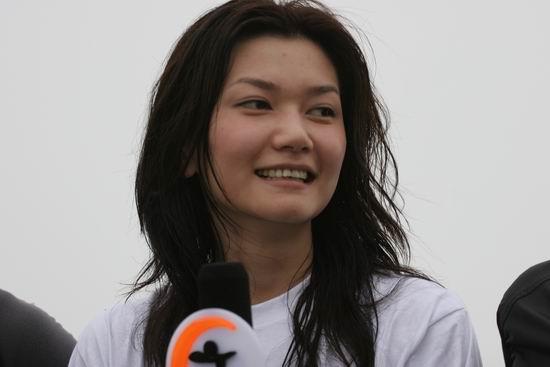图文:搜狗登山队红螺寺集训-登顶后的美女姜培琳