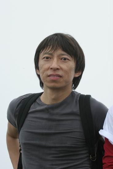 图文:搜狗登山队红螺寺集训-登顶成功的张朝阳