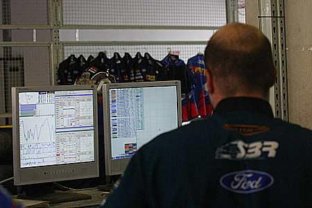 图文:V8国际房车赛开始练习赛