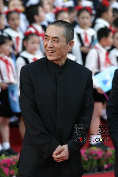 图文:第八届上海电影节张艺谋亮相红地毯