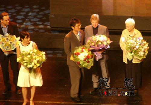 图文:上海电影节群星闪耀开幕式现场
