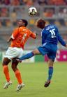 图文:世青赛荷兰2-1日本 巴贝尔奋力争顶头球