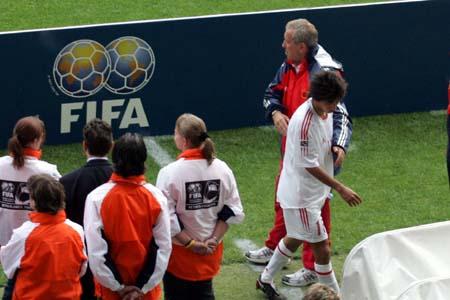 图文:世青赛中国2-1土耳其 国青队换人