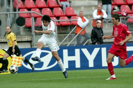 图文:世青赛中国2-1土耳其 董方卓射门