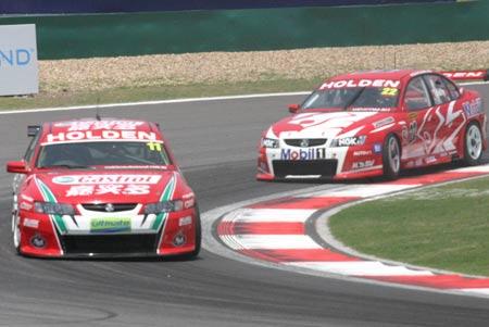 图文:V8房车赛第二回合比赛结束