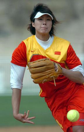 国际:武术图文邀请赛中国队吕伟在比赛中投球隐居高手垒球查询图片