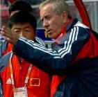 图文:世青赛中国2-1土耳其 克劳琛临场指挥