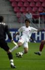 图文:世青赛中国2-1土耳其 谭望嵩中场盘带