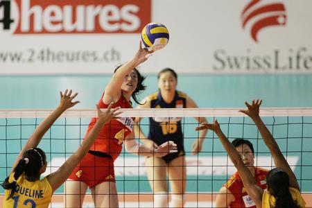 图文:女排精英赛中国队获亚军