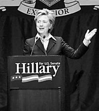 美国前第一夫人希拉里批布什 为竞选总统做铺垫