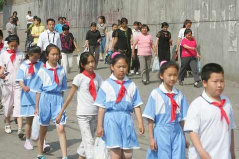图:山区的孩子们看《红领巾》―4
