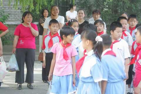 图:山区的孩子们看《红领巾》―9