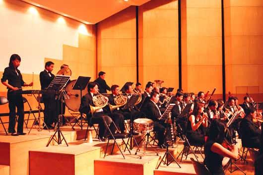 组图:高规格的校园交响音乐会