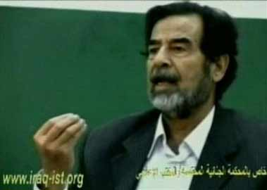 伊拉克法庭公布老萨接受法官审讯最新录像(图)