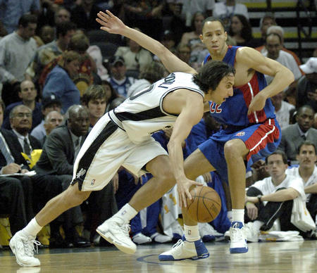 邓肯/图文:NBA总决赛马刺连胜吉诺比利带球