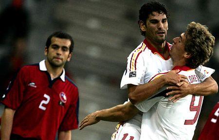 图文:西班牙7-0横扫智利 西队员庆祝进球